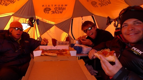 Pizza auf dem Kahiltnagletscher, yeah! / Pizza on the Kahiltnaglacier, yeah!